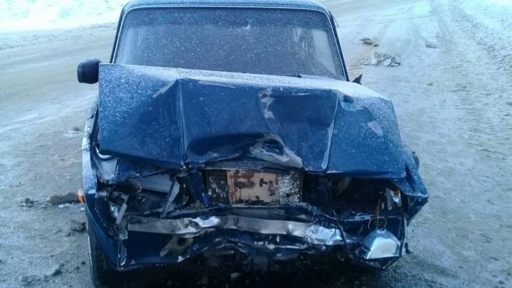 Капот сложился вдвое: в Тольятти четыре человека пострадали при столкновении «Гранты» и «Жигулей»