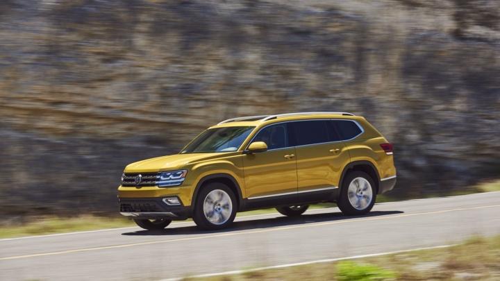 Новинки декабря: огромный Volkswagen, внедорожная Toyota и бюджетный Renault