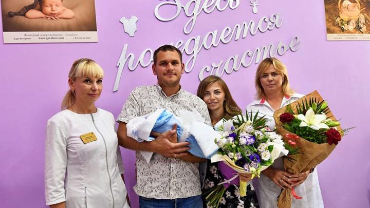 Ребёнка, который родился в небе над Ростовом, выписали из новочеркасского роддома