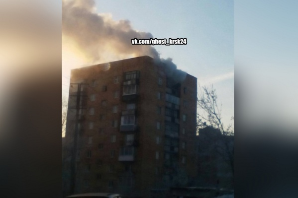 Очевидцы могли наблюдать столб дыма из-за пожара
