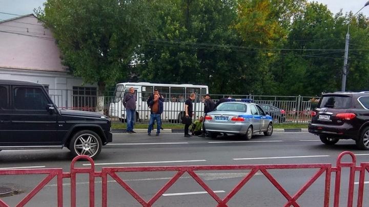 Водитель заблокировал двери: подробности дерзкого ограбления маршрутки в Ярославле