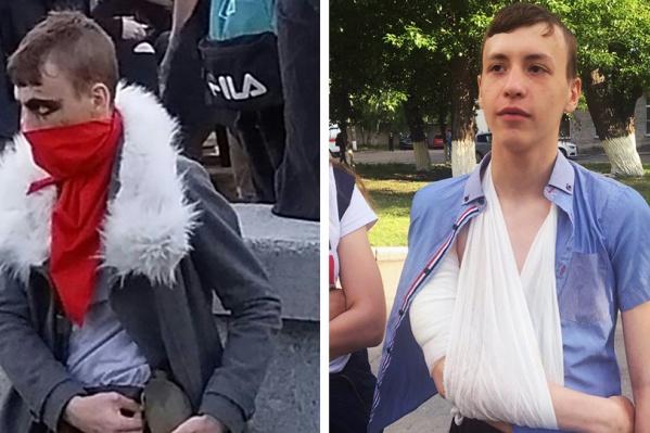 На фестиваль ZNAKИ Юра пошёл в костюме разбойника Dismas из игры Darkest Dungeon (на фото слева). Справа — Юра после выписки из больницы, где ему делали операцию после ранения
