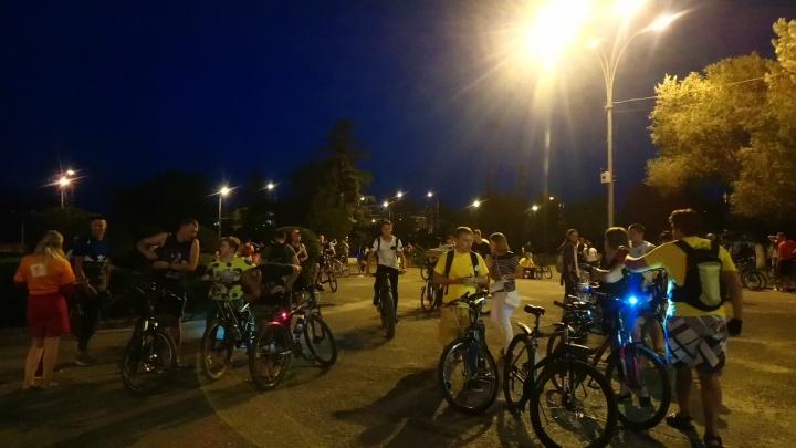 Два колеса и ветер в спину: в ночном велопараде приняли участие тысяча волгоградцев