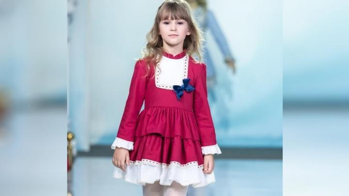 6-летняя модель из Красноярска вышла на подиум недели ювелирной моды в Москве