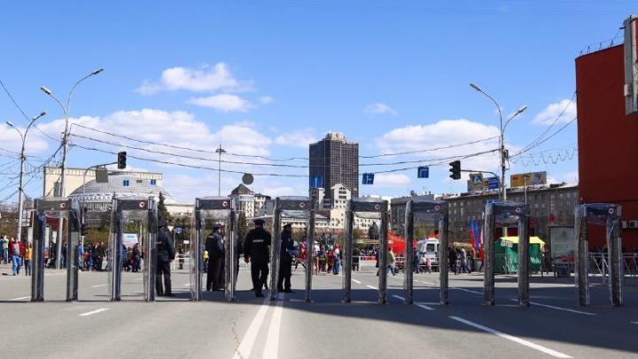 Площадь Ленина окружили рамками металлоискателей
