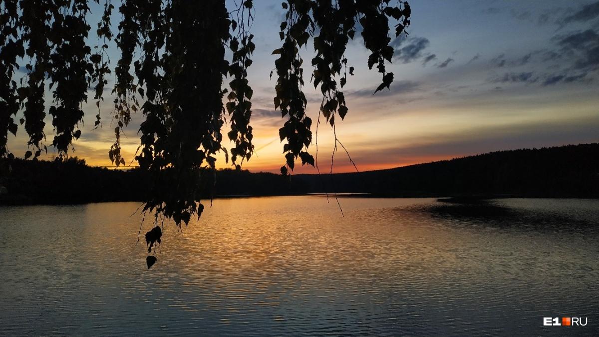 А как красиво закат отражался в водоемах