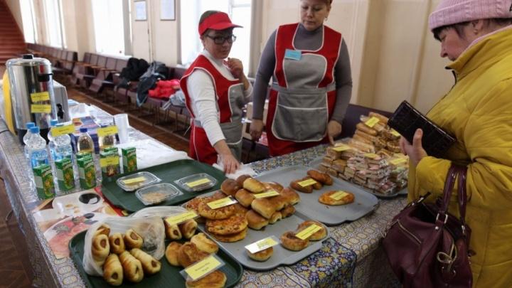 На избирательные участки в Ярославле срочно завозят ещё десятки тысяч пирожков