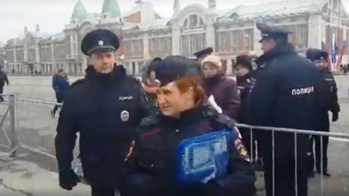 Полиция задержала нескольких человек после первомайской демонстрации в Новосибирске