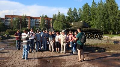 «Всё прогнило и рушится!»: в Переславле на фоне танка записали массовое обращение к Путину. Видео