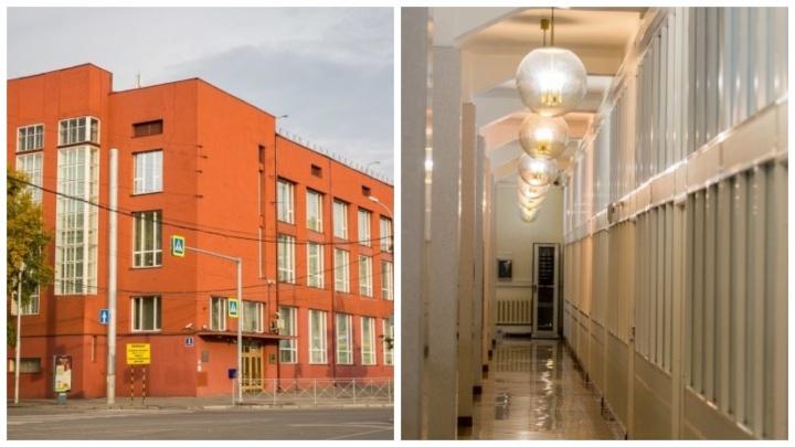 Дом всех денег: НГС проник в самое знаменитое и закрытое здание центра — его двери открыты раз в год