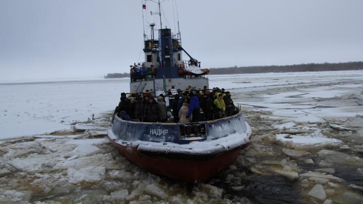 «Не могут жить в городе»: мнение о том, почему даже после ледяного плена люди не бегут с Хабарки
