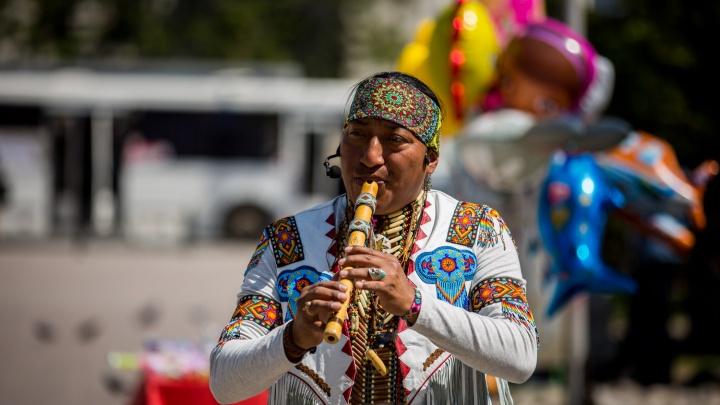 Индеец с флейтой:история самого известного в Новосибирске музыканта из племени кечуа