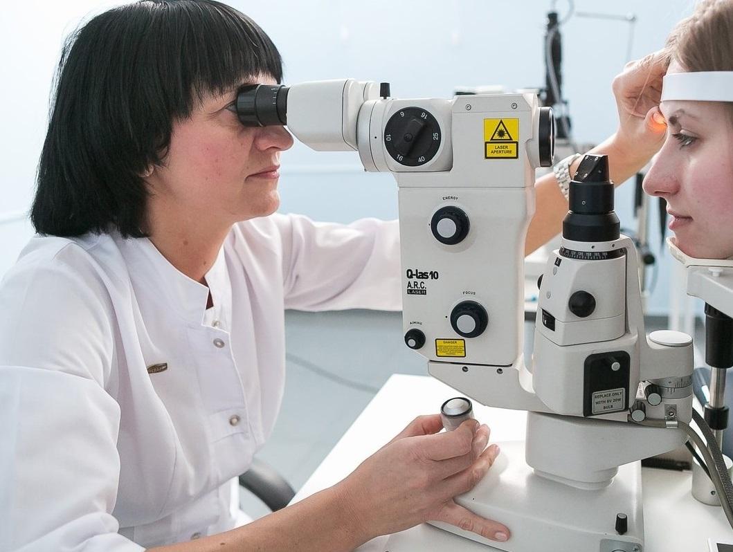 Лазерную коррекцию зрения в клинике «Глаз» проводит рефракционный лазерный хирург с опытом работы более 18 лет, офтальмолог высшей категории Надежда Федоровна Халикова