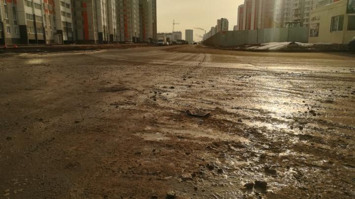 «Наступает грязевой коллапс»: челябинцев возмутили грузовики, пачкающие дороги