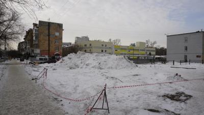 Мэрия решила изъять спорный участок рядом с лицеем «Надежды Сибири» — там хотят сделать дорогу