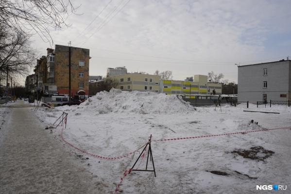 Строительство напротив лицея удалось остановить, но суды ещё идут