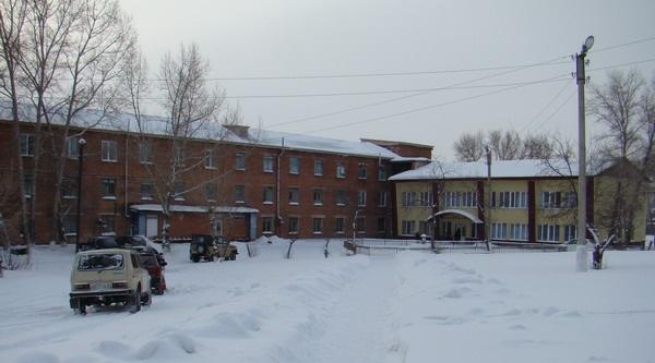 «От смотрителя баз до держателя автоматов»: в Новоселово назначили главу больницы, но персонал восстал