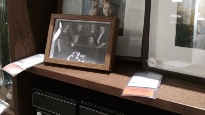 Покупатели подсунули на витрину новосибирской IKEA фото с солдатом Третьего рейха