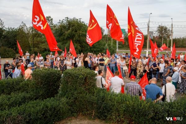 Многочисленные митинги волгоградских коммунистов с требованием референдума, даже после отказа в регистрации, не прекратятся