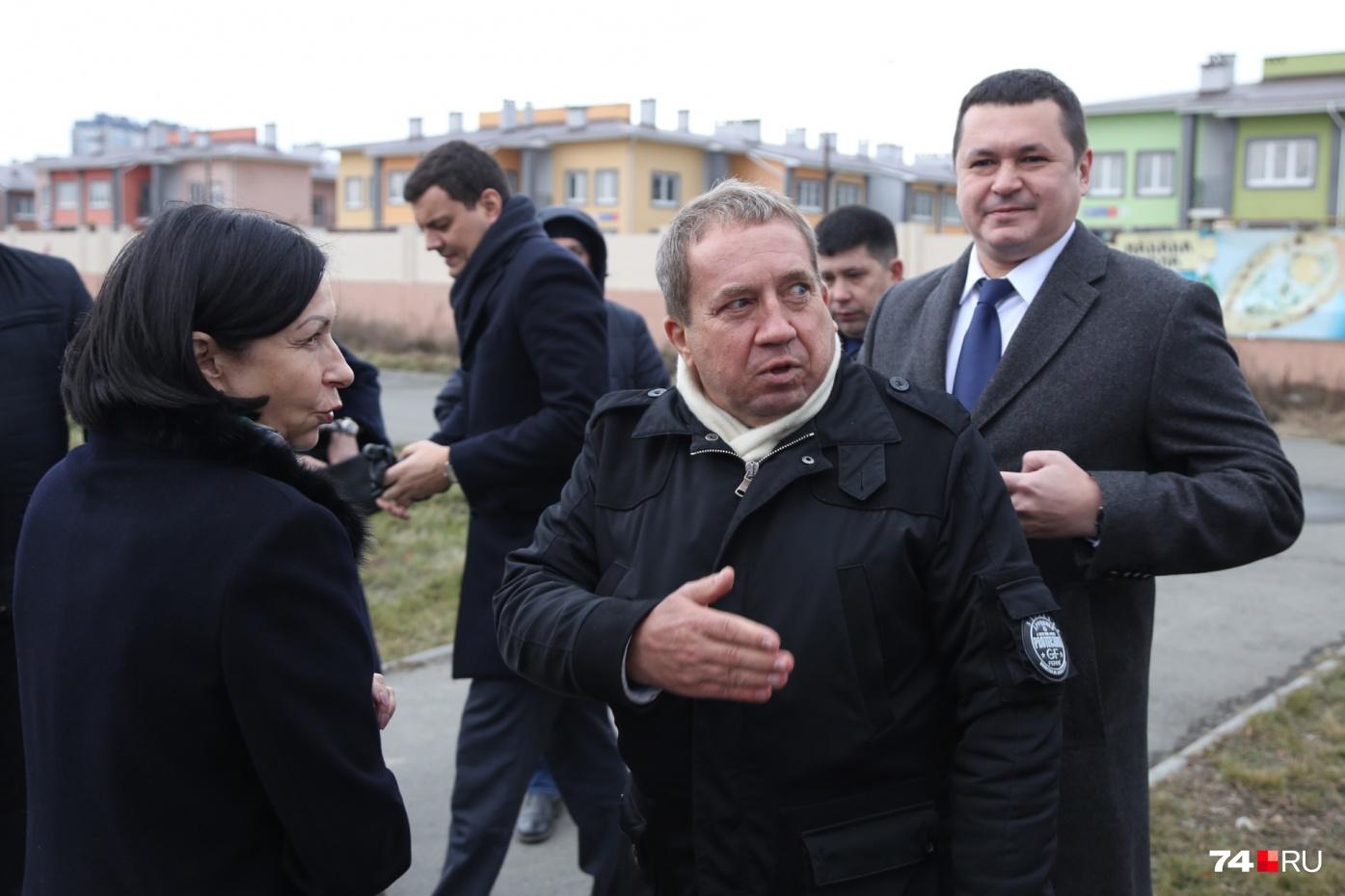 Также оставить свой пост попросили начальника службы эксплуатации остановок Юрия Кожевникова