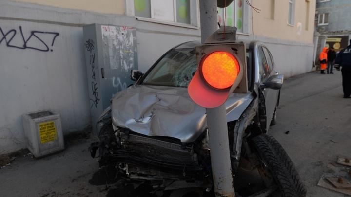 Перепутал газ с тормозом: водитель Honda объяснил, почему сбил пешеходов на Фурманова