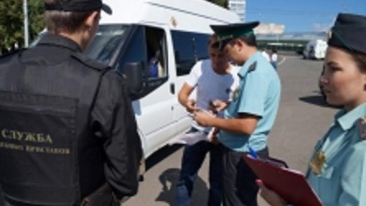 В Уфе водитель автобуса, арестованного приставами, тут же оплатил 800 тысяч рублей долга