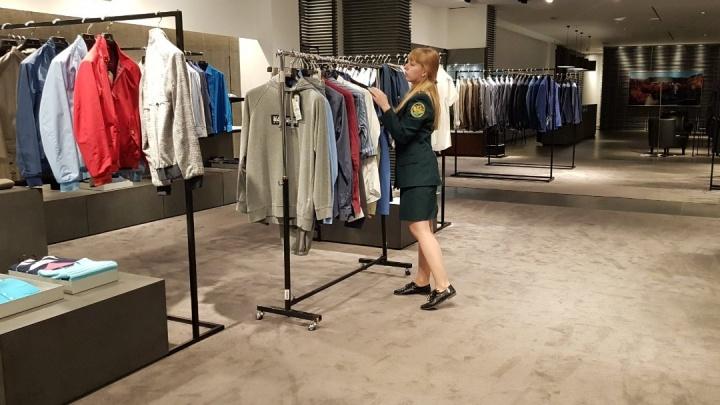 Таможенники изъяли из элитных бутиков «Покровского пассажа»709 кофточек