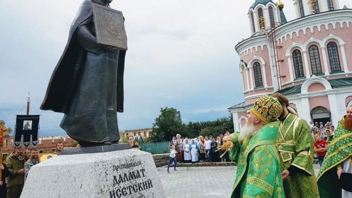 В Курганской области установили памятник Далмату Исетскому