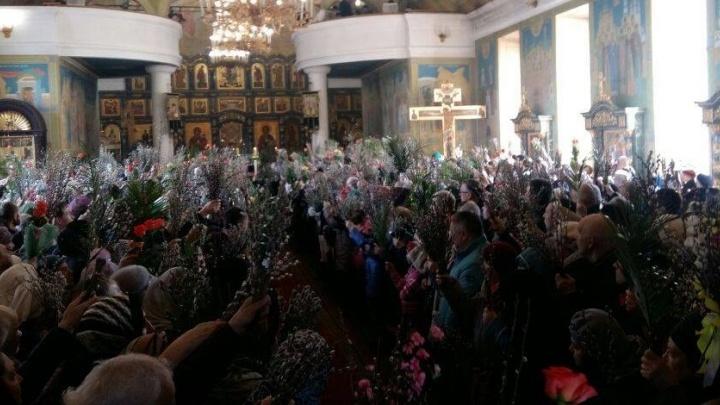 Яблоку негде упасть: в Екатеринбурге отмечают Вербное воскресенье