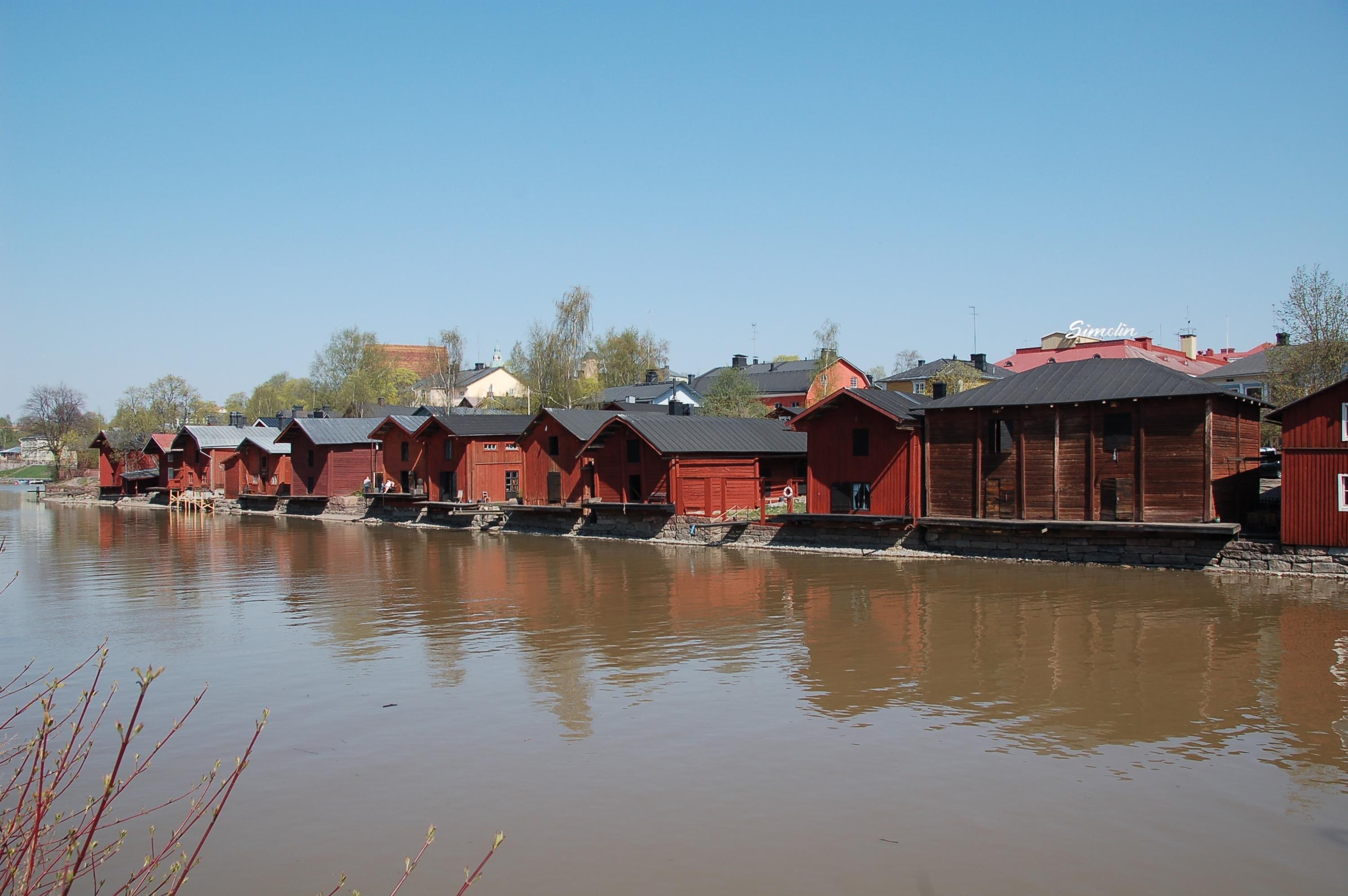 Старинные домики в Порвоо — 40 километров от Хельсинки<br>