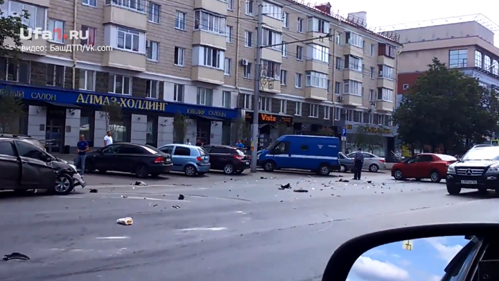 Авария на проспекте Октября в Уфе попала на видео