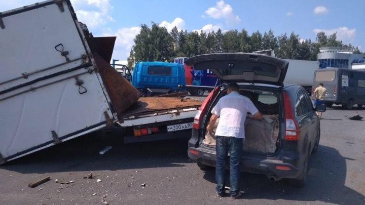 Массовая авария в Уфе: по дороге в аэропорт столкнулись маршрутка, грузовик и легковушка