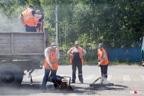 Мэрия искала подрядчика, чтобы ремонтировать ямы на дорогах уже сейчас