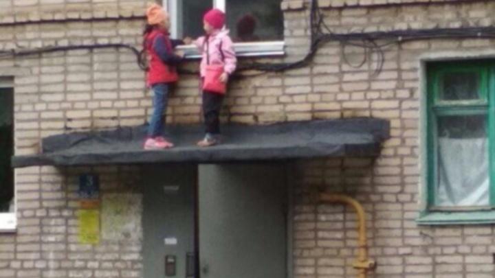 В Нефтекамске двое маленьких детей лазили по крыше