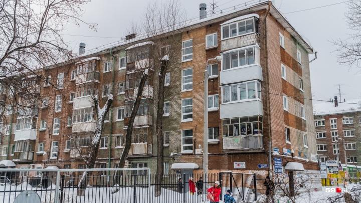 Жильцы пятиэтажки у «Юности» беспокоятся, что их дом разрушится из-за строительства трамвайных линий