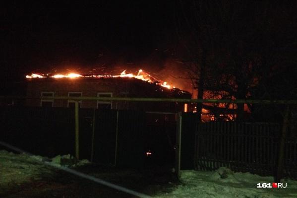 Дом начал гореть с крыши