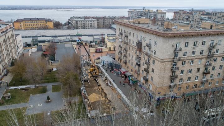 Прощай, сарай. Да здравствует фуд-корт! Убогие павильоны в центре Волгограда сменит серая двухэтажка