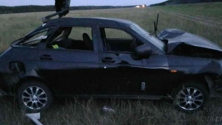Женщина и четырёхлетний мальчик выпали из машины и погибли на трассе в Омской области