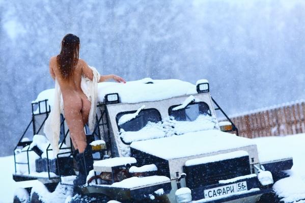 Ни один зимний фотофест не обходится без съёмок обнажённых моделей прямо на снегу