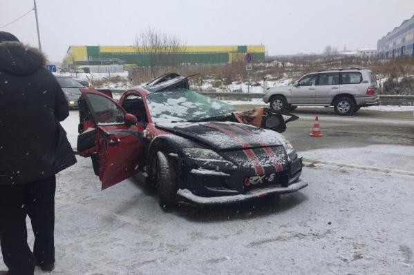 Спорткар столкнулся с фурой, водитель не выжил
