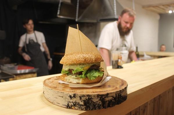 Бургер «Мощный Биф» за 199 руб. Фото Стаса Соколова