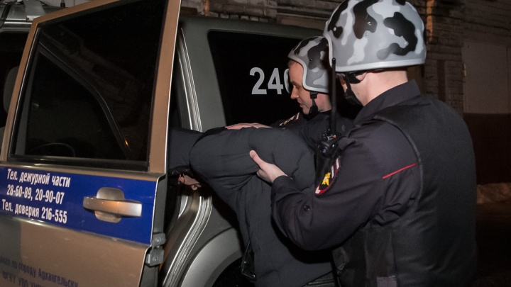 Оскорбил росгвардейца: на буйного похитителя водки из Архангельска завели уголовное дело