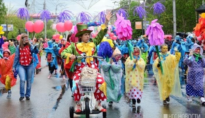 «Денег нет, но вы держитесь»: за чей счет в Красноярске проведут детский карнавал на 1 июня