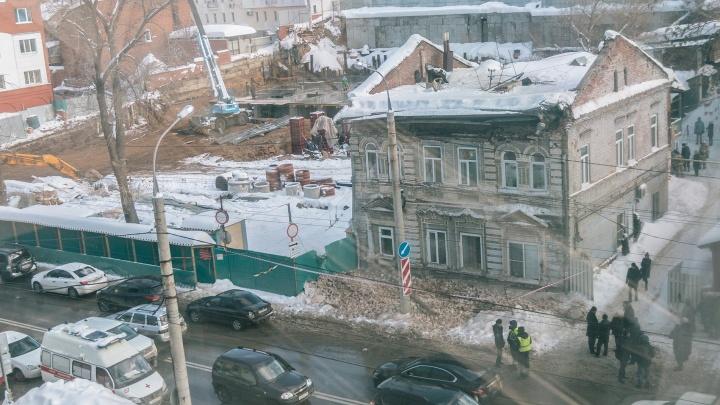 «Каждое утро — маленькое землетрясение»: почему рухнула крыша в доме на Водников