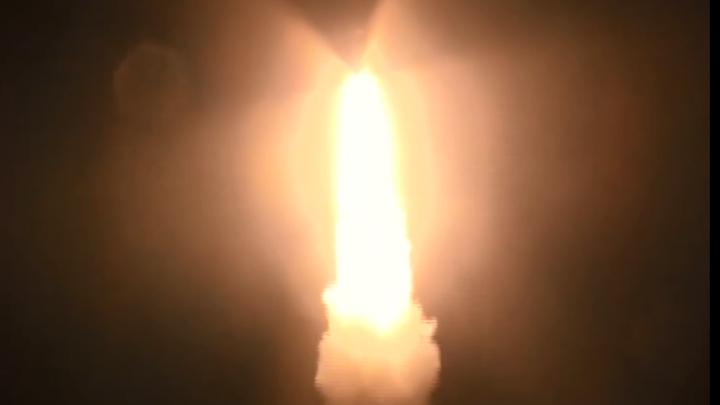 Появилось видео с запуском ракеты, пролетевшей ночью над Омском
