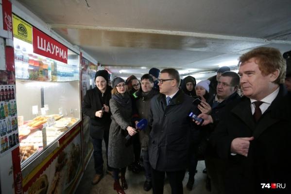 О ларьках в подземном переходе в центре Челябинска у Алексея Текслера возникло немало вопросов к мэру Владимиру Елистратову<br>