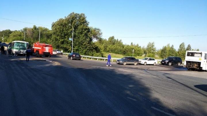 В Уфе столкнулись два вахтовых автобуса: есть пострадавшие