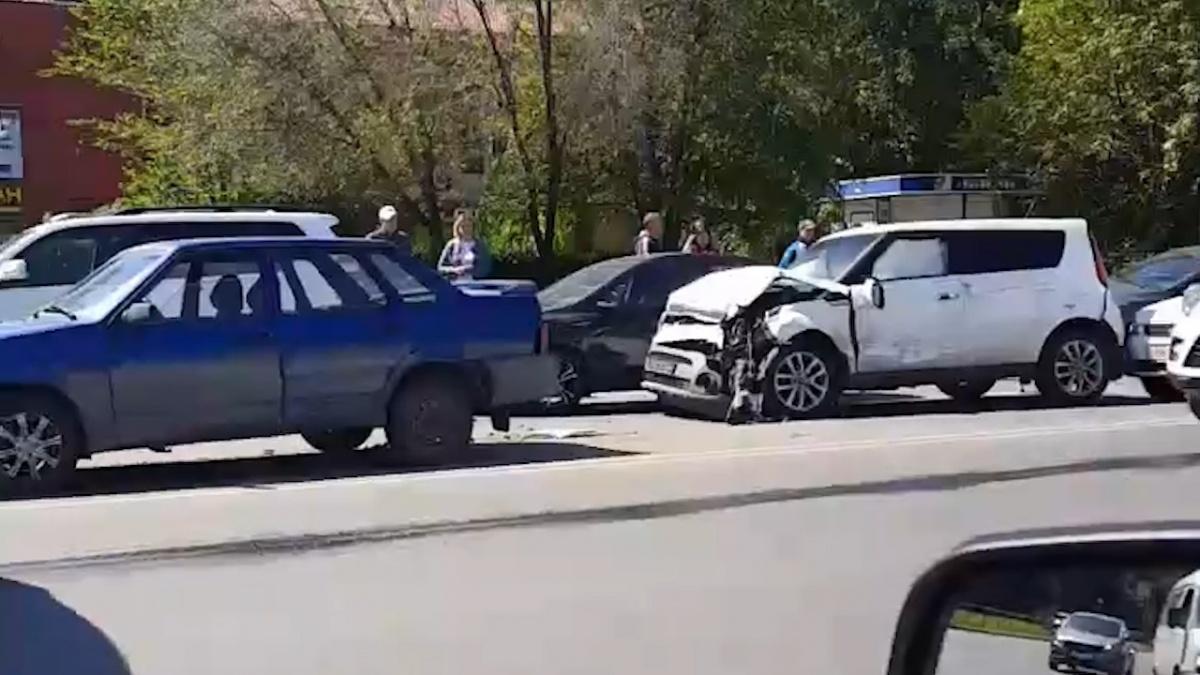 «Невеселый паровозик» на время парализовал движение на дороге