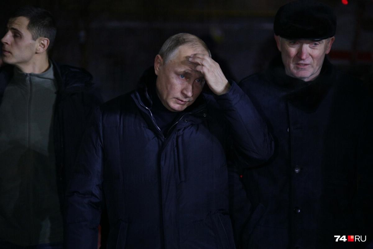 Владимир Путин прилетел в Магнитогорск в день трагедии, 31 декабря, и провёл совещание с властями и экстренными службами