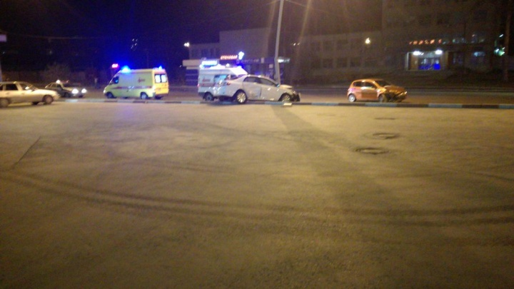 «В люк залетела, понесло на встречку»: на Старой Сортировке Toyota врезалась в Chevrolet